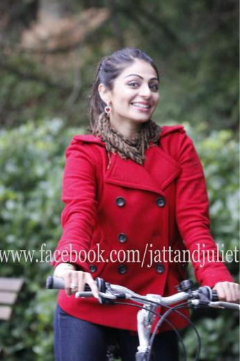 and Juliet Latest Wallpapers of Neeru Bajwa Download in HD 2012