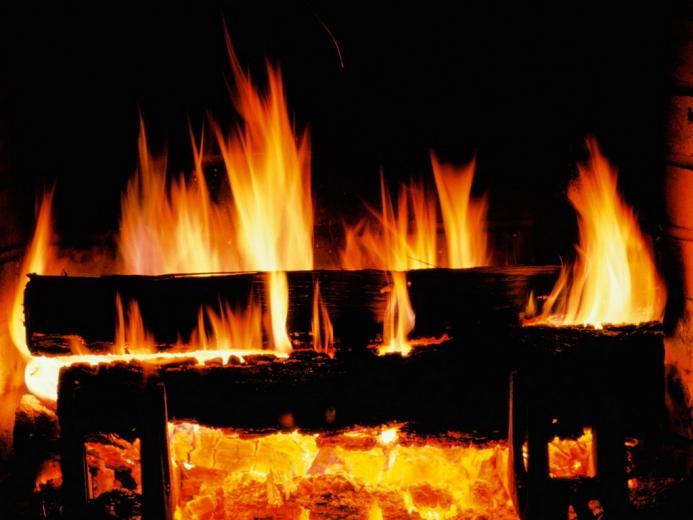 Crackling Fire   Christmas Wallpaper 2736108