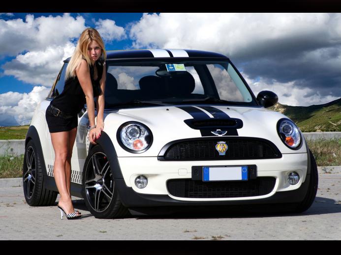 Pictures Download Hq Mini Bikini Girls Cars Wallpaper 1600x1200 Car