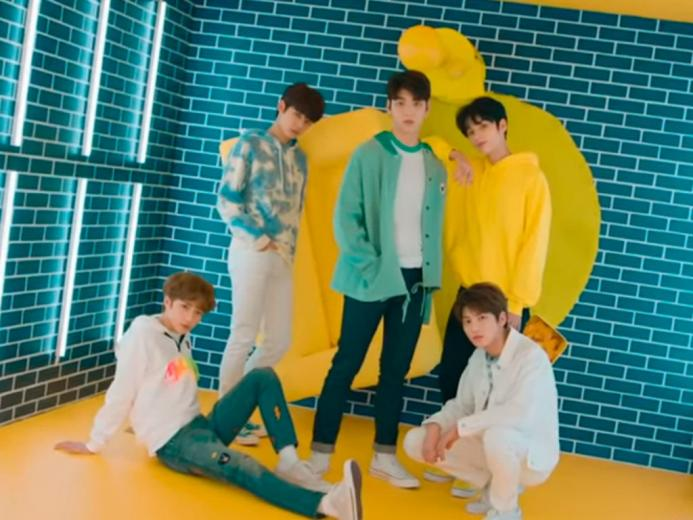 La banda TXT estrena un colorido video para Crown   ElSolcomar