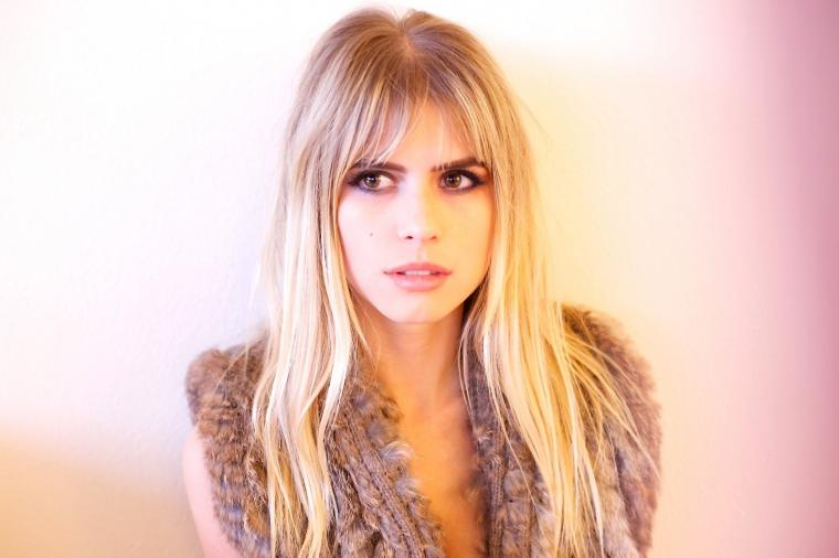 women Blonde Looking Away Face Carlson Young Actress