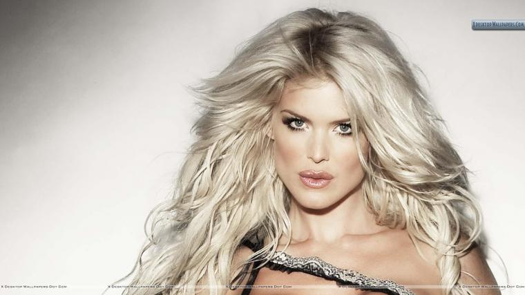 Victoria Silvstedt Brown Lips Face Closeups Wallpaper