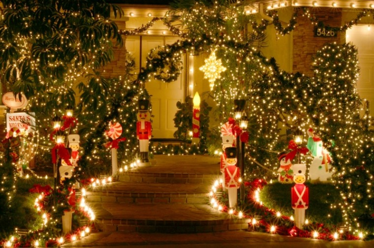 Christmaswallpaperpics1 21 Stunningly Beautiful Christmas Desktop
