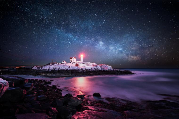 Lighthouse winter wallpaper 2048x1367 210416 WallpaperUP