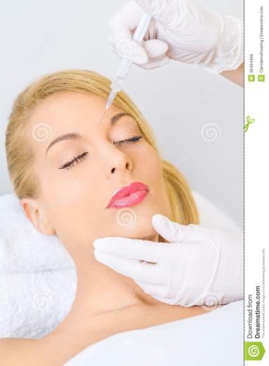 Best Woman recieving botox injection in forehead Wallpapers 8