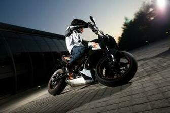 wallpaper Ktm Duke 690 Wallpaper