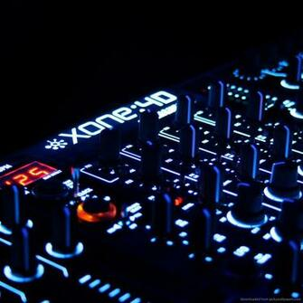 Download DJ Set Wallpaper For iPad