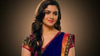 Bollywood Actress Alia Bhatt Download Screen B 4194 Wallpaper