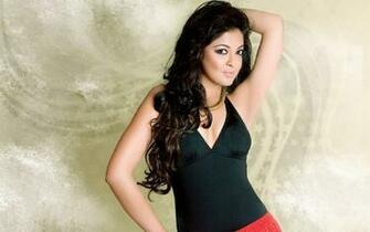 Bollywood Actress Tanushree Dutta in Red Black Wallpaper