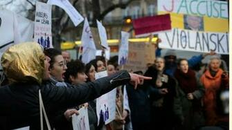 Anti Polanski protesters greet French film awards ceremony