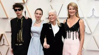 Laura Dern shines in pink on the Oscars 2020 red carpet with mom