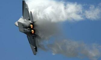 F22 Raptor Right Turn With Vapor   Transport Wallpaper Image featuring