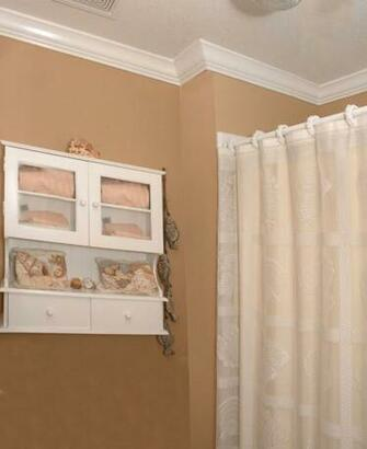 Bathrooms with Crown Molding Wallpaper