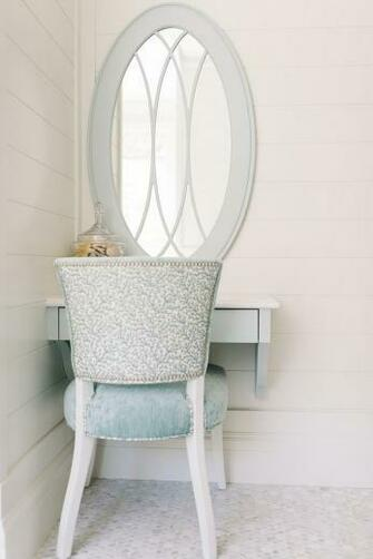 Benjamin Moore White Dove OC 17 Shiplap Wall Paint Color Four Chairs