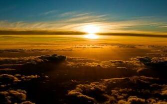 Description beautiful blue Sunset in Flight Wallpaper
