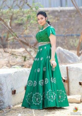 Sreemukhi in 2020 Hd wallpapers for mobile Oscars red carpet