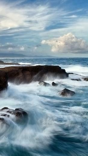 HD animated sea waves wallpaper for iPhone 6 6s plus