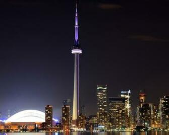 Toronto CN Tower At Night Wallpaper