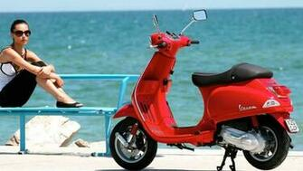 Piaggio and Vespa Offer Gas for One Year