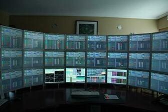 Super Productive Monitor Setup Global Nerdy   Joey deVillas