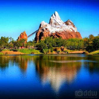 Expedition Everest iPad Wallpaper 1024 x 1024