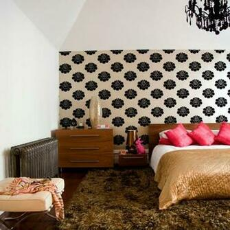 How to use bedroom wallpaper to make a statement
