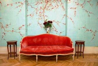 Salon de design minimaliste et papier peint aux couleurs sobres