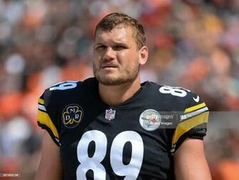 Tight end Vance McDonald of the Pittsburgh Steelers walks along
