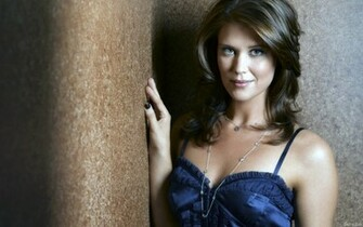 Sarah Lancaster desktop wallpaper download in widescreen hd