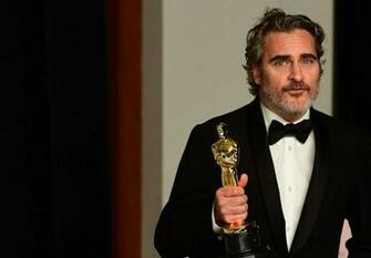Elizabeth Banks Jane Fonda and more stars go green at 2020 Oscars