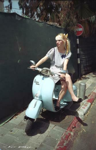 Vespa Girl by avivi