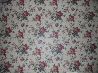Check out the extreme floral wallpaper pattern found in 402