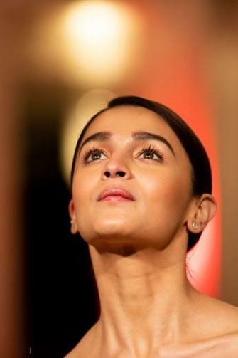 Alia Bhatt looks Hot at the Gully Boy Photocall during 69th