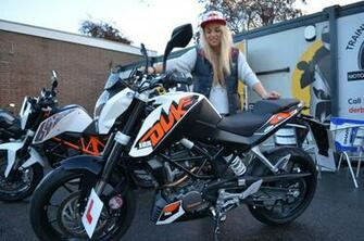 Girl With KTM Duke 125 HD Wallpapers