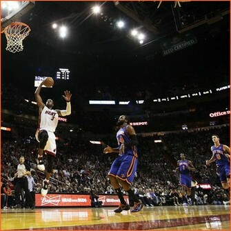 dwyane wade wallpaper dunk dwyane wade goes right to the rim for a