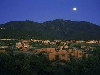 Attractions Vol01Moonrise Over Santa Fe New Mexico Wallpaper