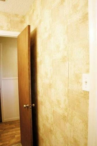 How to Easily Remove Wallpaper DIY Tutorial