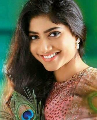 Sai Pallavi Heroes in 2019 Indian beauty Beautiful indian